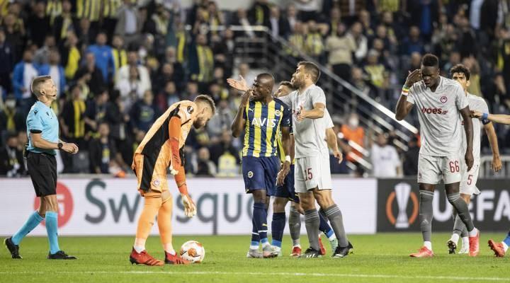 Fenerbahçe, Olympiakos'a 3-0 mağlup oldu